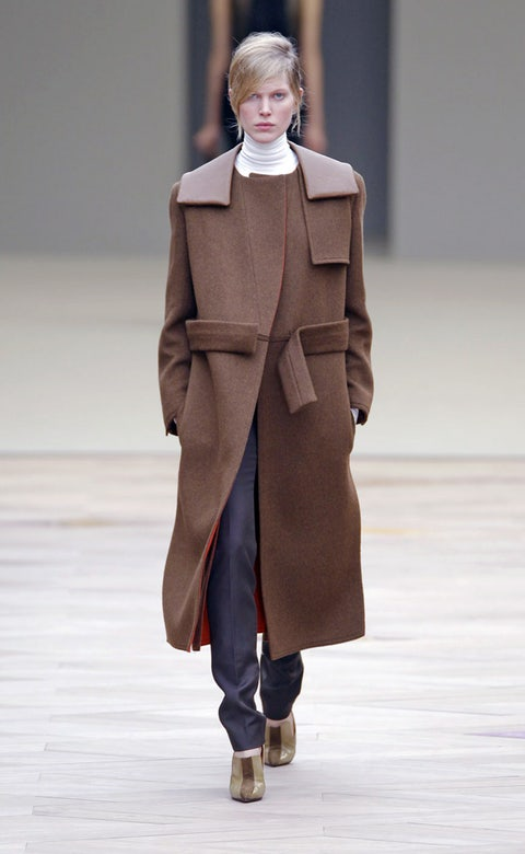 Sleeve, Fashion show, Joint, Outerwear, Collar, Coat, Runway, Style, Winter, Fashion model,