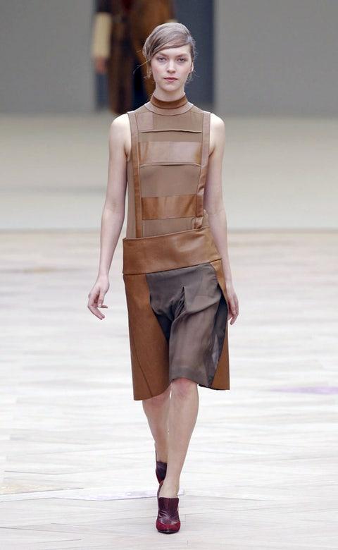 Brown, Shoulder, Fashion show, Human leg, Joint, Runway, Waist, Style, Fashion model, Fashion,