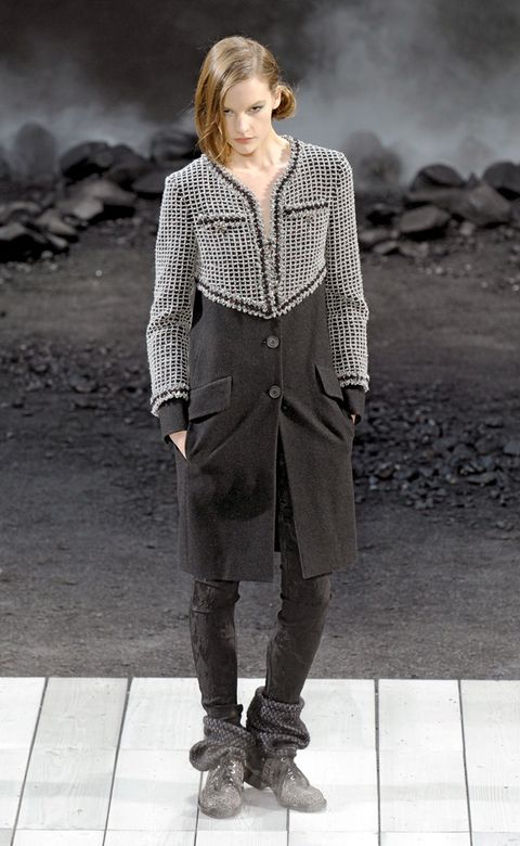 Clothing, Leg, Brown, Sleeve, Human body, Collar, Joint, Outerwear, Style, Street fashion,