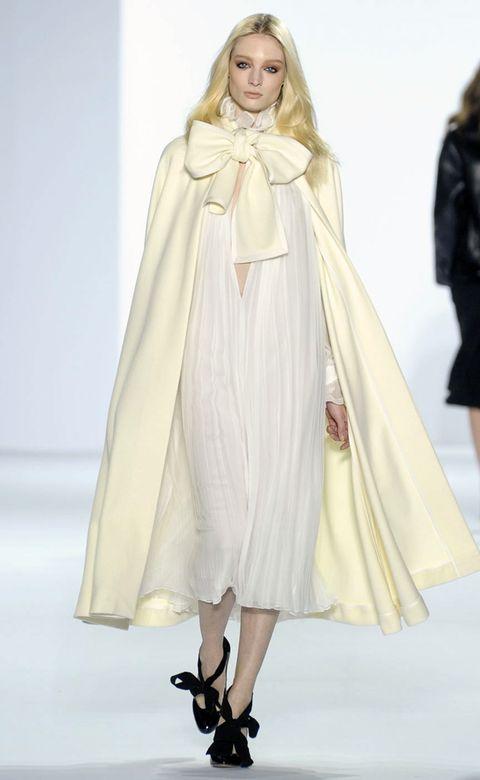 Leg, Sleeve, Shoulder, Joint, Style, Costume design, Fashion model, Formal wear, Dress, Fashion,