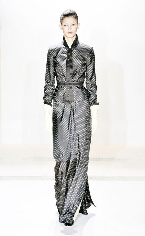 Clothing, Sleeve, Shoulder, Collar, Formal wear, Style, Fashion model, Pattern, Fashion, One-piece garment,