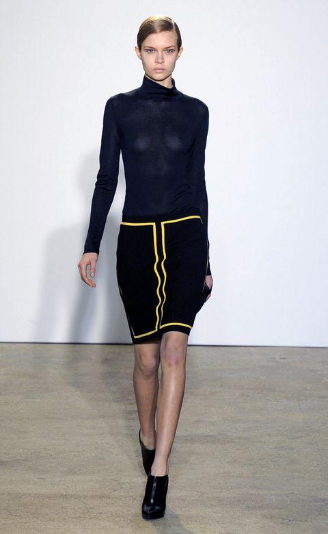 Human body, Sleeve, Human leg, Shoulder, Joint, Standing, Waist, Style, Knee, Fashion model,