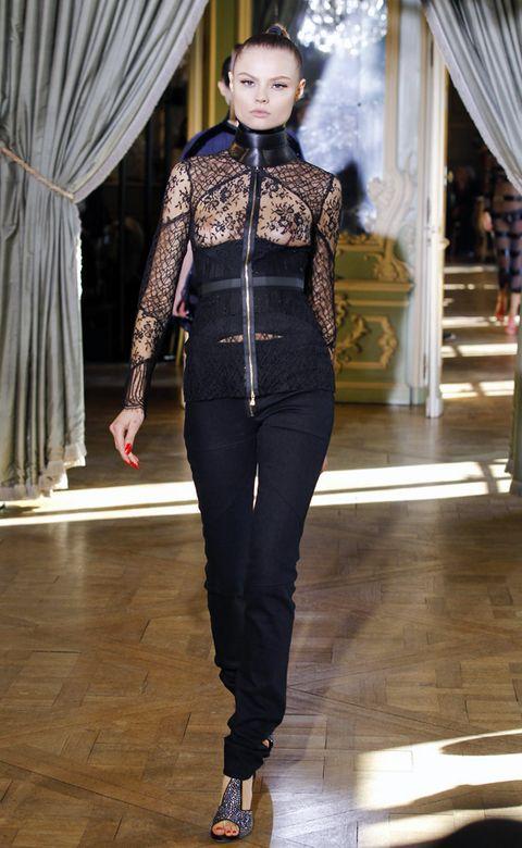 Textile, Curtain, Style, Waist, Fashion, Fashion model, Beauty, Street fashion, Window treatment, Fashion design,