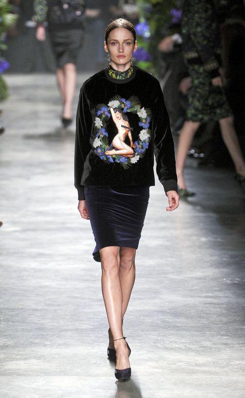 Clothing, Footwear, Leg, Human body, Human leg, Shoulder, Joint, Outerwear, Style, Fashion show,