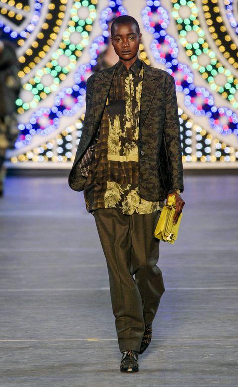Style, Fashion, Street fashion, Bag, Fashion show, Fashion model, Fashion design, Runway, Silk, Suit trousers,