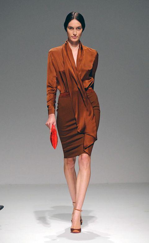 Clothing, Sleeve, Human body, Human leg, Shoulder, Fashion show, Joint, Formal wear, Style, Fashion model,