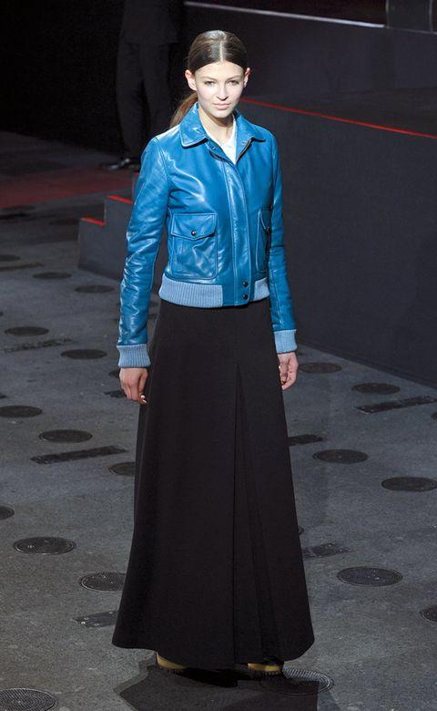 Blue, Human body, Sleeve, Collar, Dress shirt, Standing, Formal wear, Style, Electric blue, Uniform,