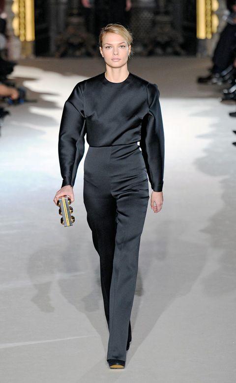 Fashion show, Sleeve, Shoulder, Joint, Runway, Fashion model, Waist, Style, Fashion, Neck,