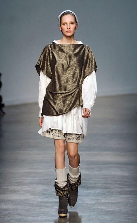 Sleeve, Fashion show, Shoulder, Human leg, Joint, Fashion model, Style, Runway, Knee, Street fashion,
