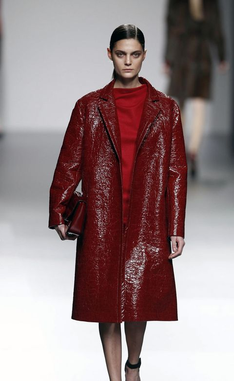 Fashion show, Textile, Outerwear, Red, Style, Runway, Fashion model, Fashion, Maroon, Fashion design,