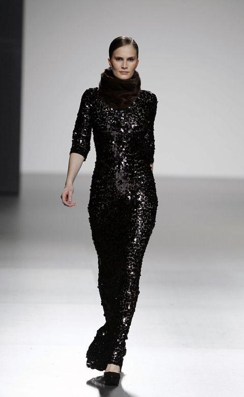 Shoulder, Fashion show, Joint, Waist, Style, Fashion model, Dress, Runway, Fashion, Beauty,