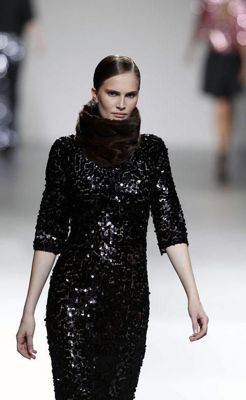 Fashion show, Sleeve, Shoulder, Joint, Runway, Style, Fashion model, Waist, Dress, Fashion,