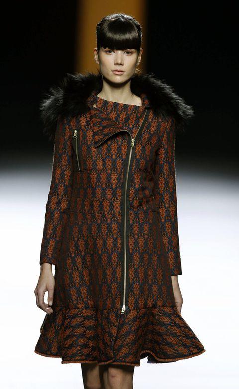 Sleeve, Textile, Outerwear, Fashion show, Style, Fashion model, Runway, Fashion, Street fashion, Fur,