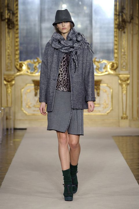 Clothing, Sleeve, Textile, Hat, Outerwear, Winter, Fashion show, Style, Fashion model, Street fashion,