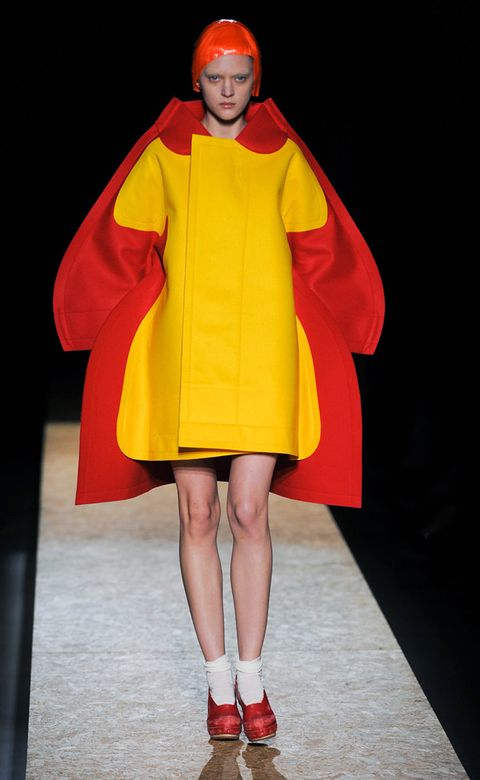 Human leg, Red, Costume design, Orange, Fashion, One-piece garment, Knee, Sandal, Fashion model, Cloak,