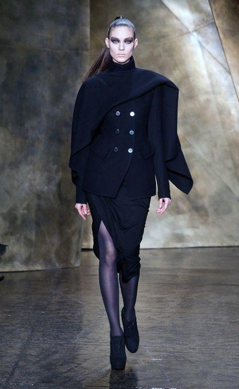 Human, Leg, Sleeve, Fashion model, Fashion show, Knee, Fashion, Costume design, Street fashion, Runway,