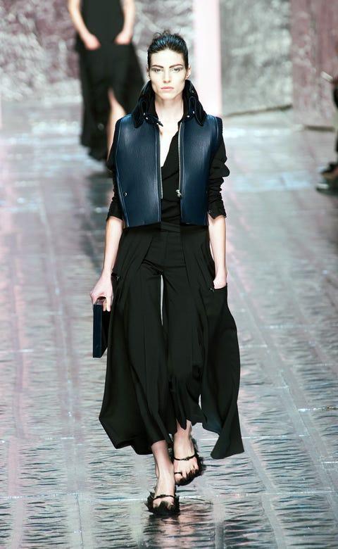 Sleeve, Shoulder, Joint, Style, Formal wear, Street fashion, Waist, Fashion, Fashion model, Neck,