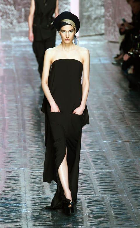 Shoulder, Joint, Hat, Style, Dress, Waist, Street fashion, Fashion model, Knee, Headgear,