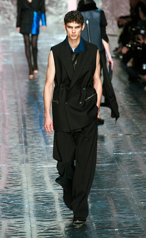 Trousers, Outerwear, Fashion show, Collar, Standing, Formal wear, Suit trousers, Style, Coat, Dress shirt,