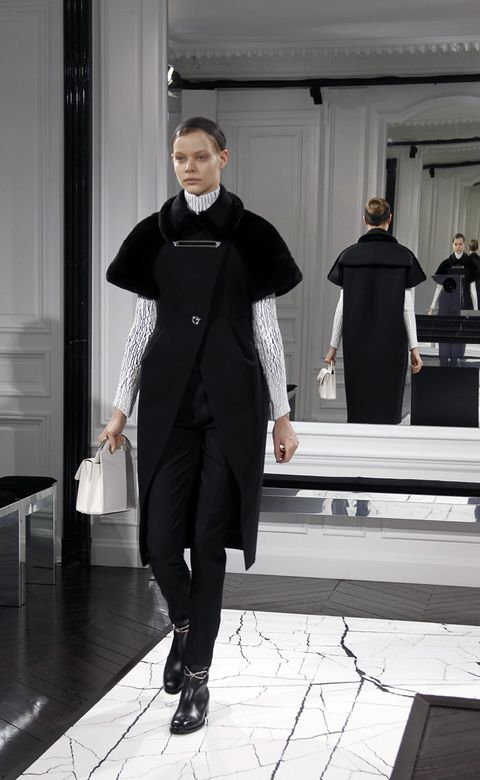 Human, Standing, Style, Fashion, Black, Tights, Fashion model, Fashion design, Spandex, Ankle,