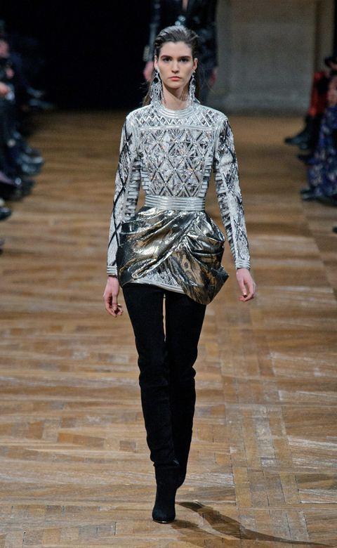 Shoulder, Fashion show, Outerwear, Style, Runway, Fashion model, Street fashion, Fashion, Neck, Waist,