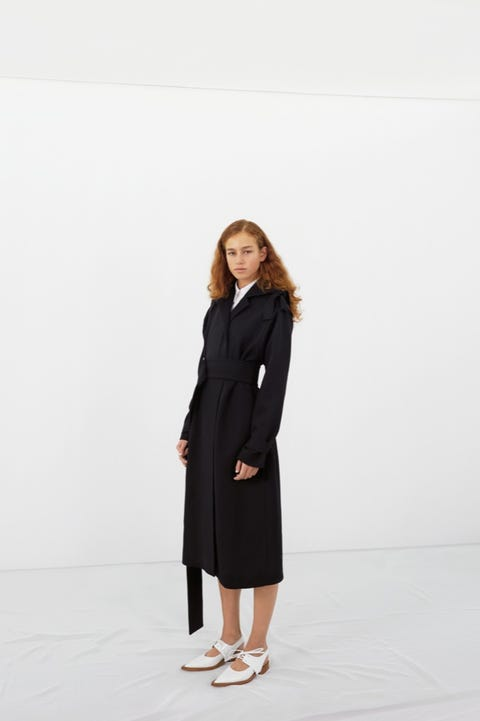 Clothing, Collar, Sleeve, Shoulder, Standing, Joint, Outerwear, Coat, Style, Street fashion,