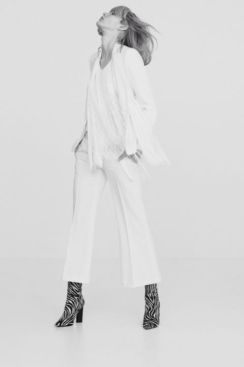 Sleeve, Shoulder, Joint, White, Style, Knee, Collar, Fashion model, Fashion, Street fashion,
