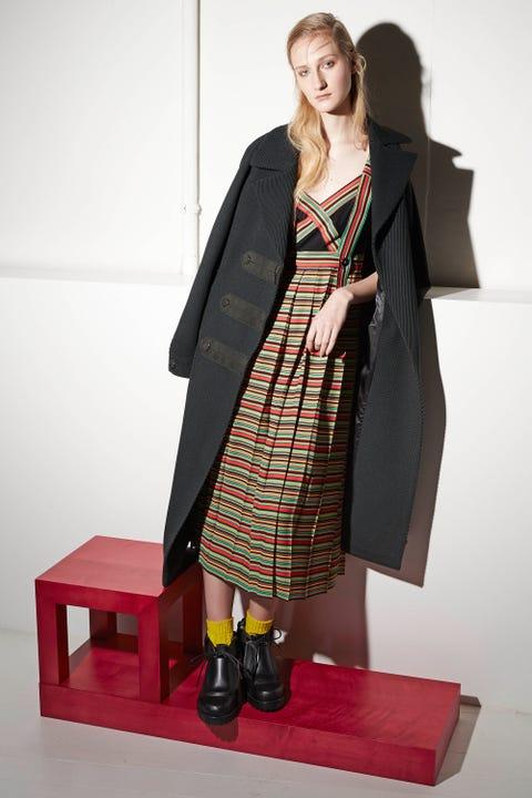Clothing, Sleeve, Outerwear, Style, Dress, Fashion, Street fashion, Fashion model, Knee, One-piece garment,