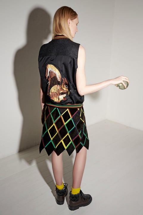 Sleeve, Human leg, Shoulder, Textile, Standing, Elbow, Joint, Plaid, Pattern, Tartan,