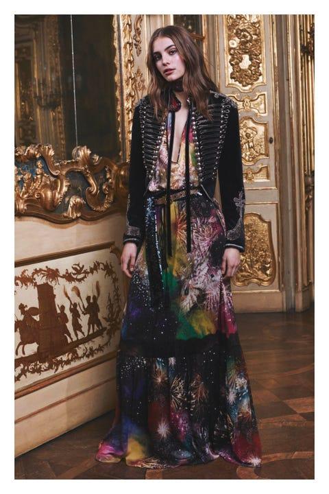 Sleeve, Textile, Purple, Street fashion, Fashion, Maroon, Fashion model, Day dress, Fashion design, Pattern,