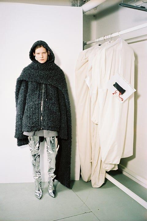 Sleeve, Textile, Clothes hanger, Style, Fashion, Street fashion, Fur, Woolen, Fashion design, Wool,