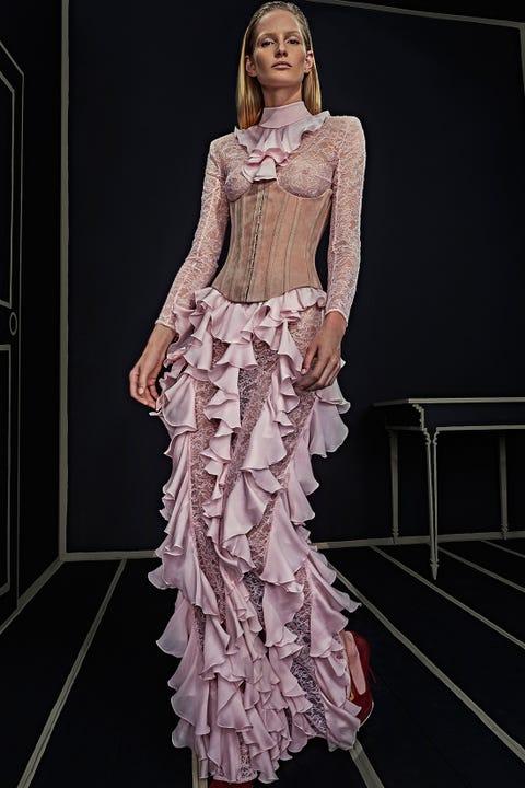 Shoulder, Formal wear, Style, Door, Dress, Fashion show, Fashion model, Fashion, Neck, Gown,