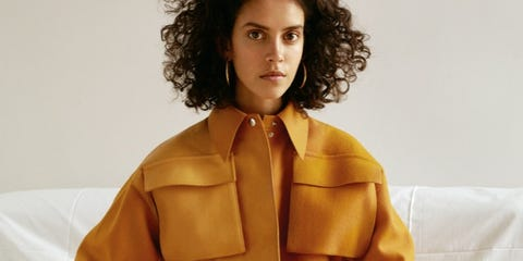 Leg, Hairstyle, Sleeve, Collar, Coat, Textile, Joint, Outerwear, Jheri curl, Style,