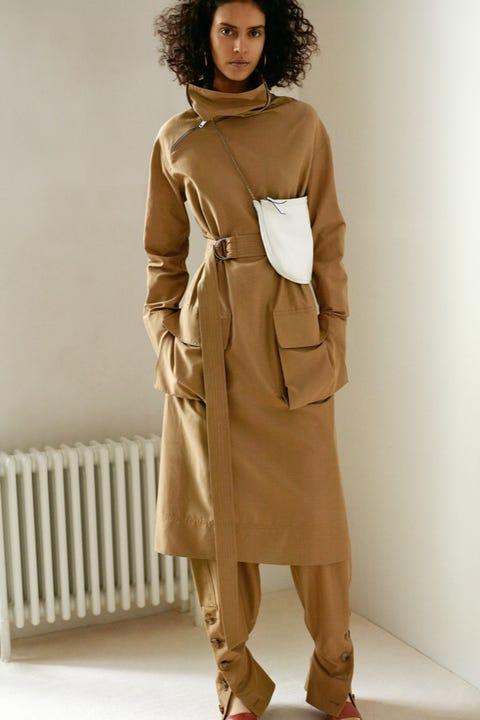 Brown, Sleeve, Shoulder, Textile, Khaki, Standing, Joint, Collar, Jheri curl, Style,