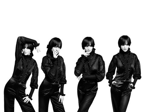 Sleeve, Style, Black hair, Monochrome, Fashion, Black-and-white, Black, Waist, Monochrome photography, Fashion design,