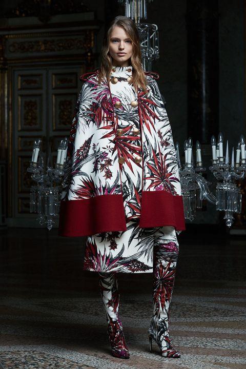 Textile, Style, Street fashion, Fashion, Fashion model, Fashion show, Runway, Model, Fashion design, Fur,