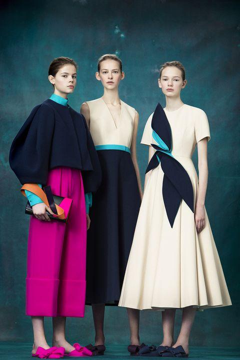 Shoulder, Style, One-piece garment, Dress, Fashion, Day dress, Youth, Waist, Fashion model, Fashion design,