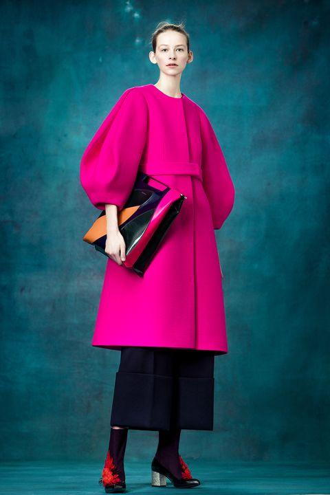Sleeve, Bag, Magenta, Fashion, Fashion model, Stage, Luggage and bags, Street fashion, Fashion design, Costume design,