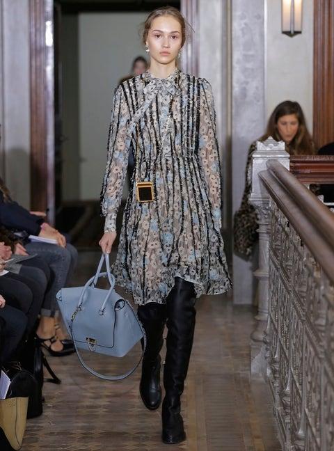 Shoulder, Joint, Outerwear, Style, Beauty, Street fashion, Fashion, Bag, Dress, Fashion model,