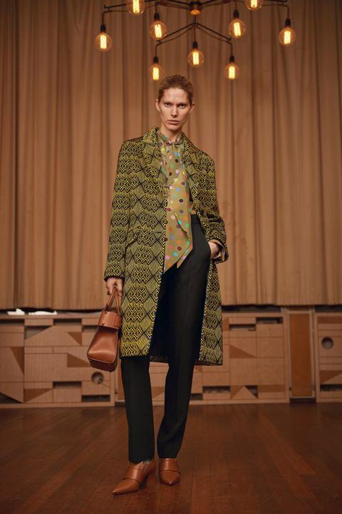 Leg, Coat, Textile, Outerwear, Style, Curtain, Blazer, Cabinetry, Street fashion, Knee,