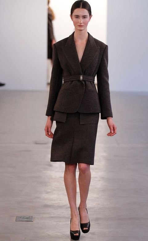 Clothing, Sleeve, Shoulder, Human leg, Joint, Fashion show, Formal wear, Waist, Style, Collar,