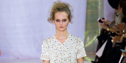Sleeve, Shoulder, Fashion show, Dress, Style, Fashion model, One-piece garment, Fashion, Day dress, Waist,