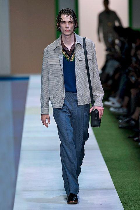 Footwear, Leg, Fashion show, Runway, Outerwear, Style, Fashion model, Street fashion, Fashion, Blazer,