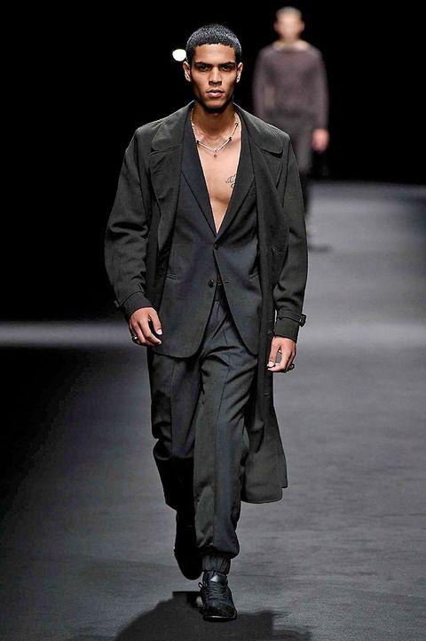 Fashion show, Outerwear, Coat, Hat, Fashion model, Style, Runway, Collar, Formal wear, Blazer,