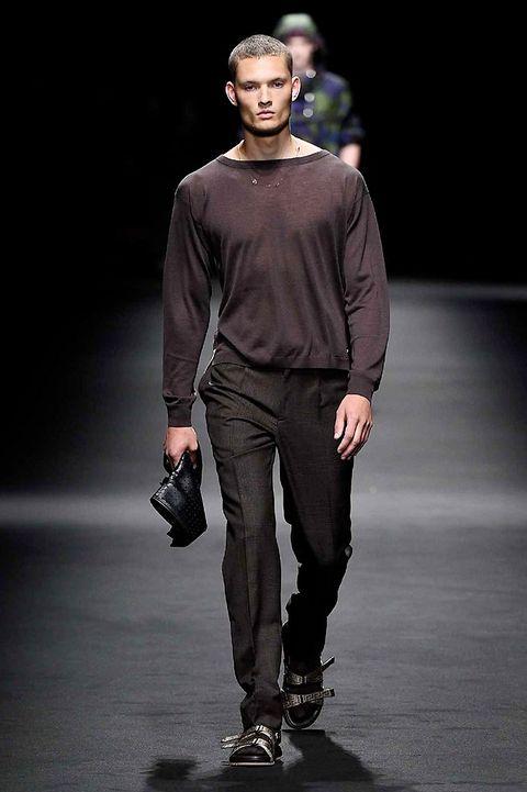 Sleeve, Human body, Standing, Outerwear, Style, Collar, Fashion model, Knee, Fashion, Fashion show,