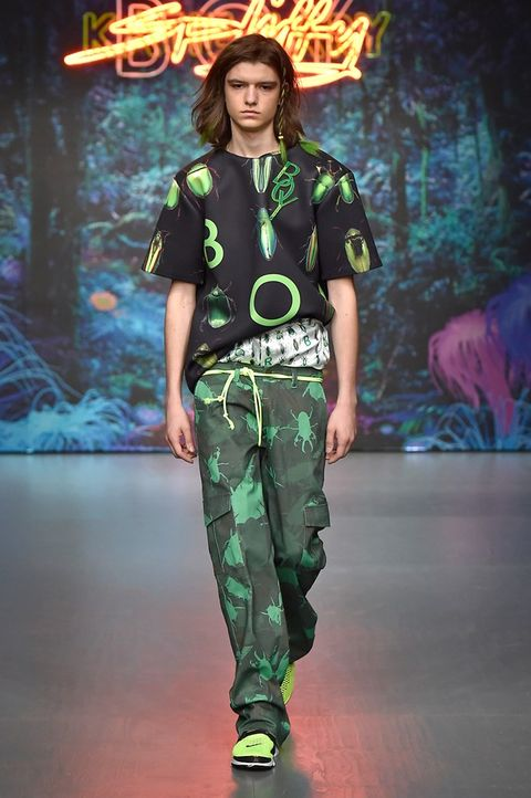Green, Human body, Fashion show, Style, Fashion model, Fashion, Waist, Youth, Model, Camouflage,