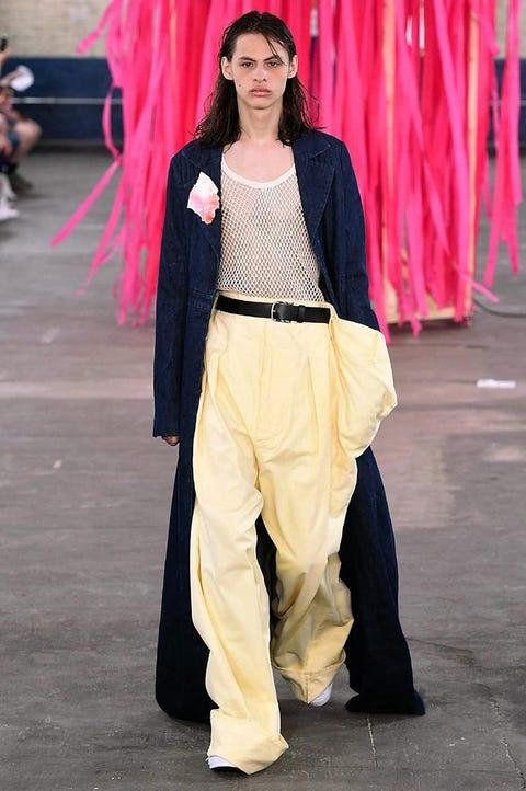 Trousers, Textile, Pink, Style, Khaki, Street fashion, Magenta, Fashion, Waist, Beige,