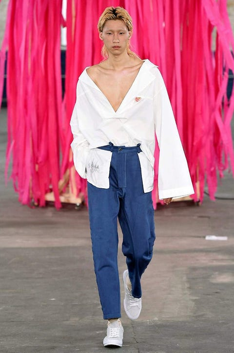 Fashion, Pink, Clothing, Street fashion, Jeans, Fashion show, Fashion model, Trousers, Fun, Runway,