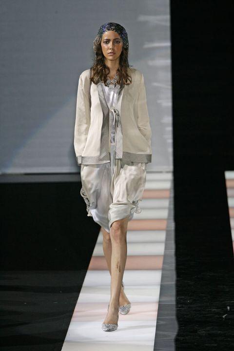 Fashion show, Shoulder, Human leg, Joint, Runway, Fashion model, Style, Knee, Fashion, Model,