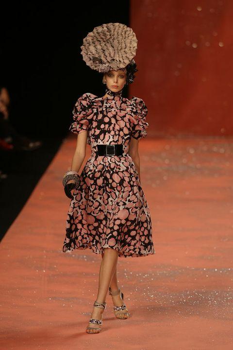 Shoulder, Dress, One-piece garment, Style, Day dress, Fashion, Fashion model, Pattern, Waist, Street fashion,